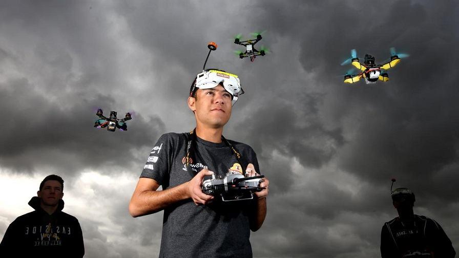 drones de carreras - pilotos con sus drones